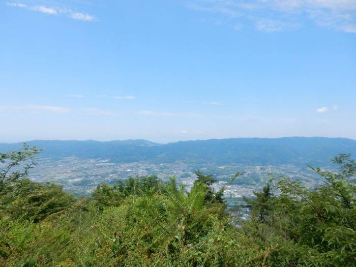12_山頂から北を眺める.jpg